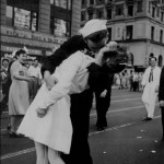 famous-kiss-wwii